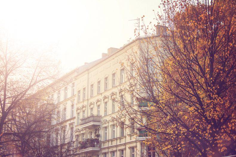 schöne Häuserfront in bester Lage